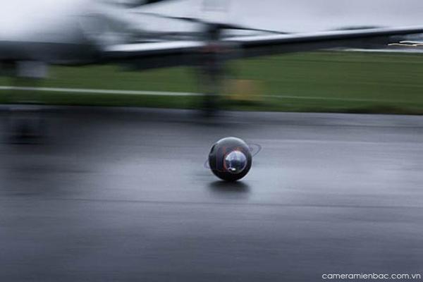 Groundbot camera di chuyển trên đường